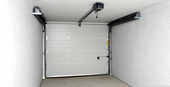 Puertas seccionales: Trabajos de Cerrajería Alberto Bautista.