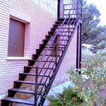 Escaleras con peldaños : Trabajos de Cerrajería Alberto Bautista.