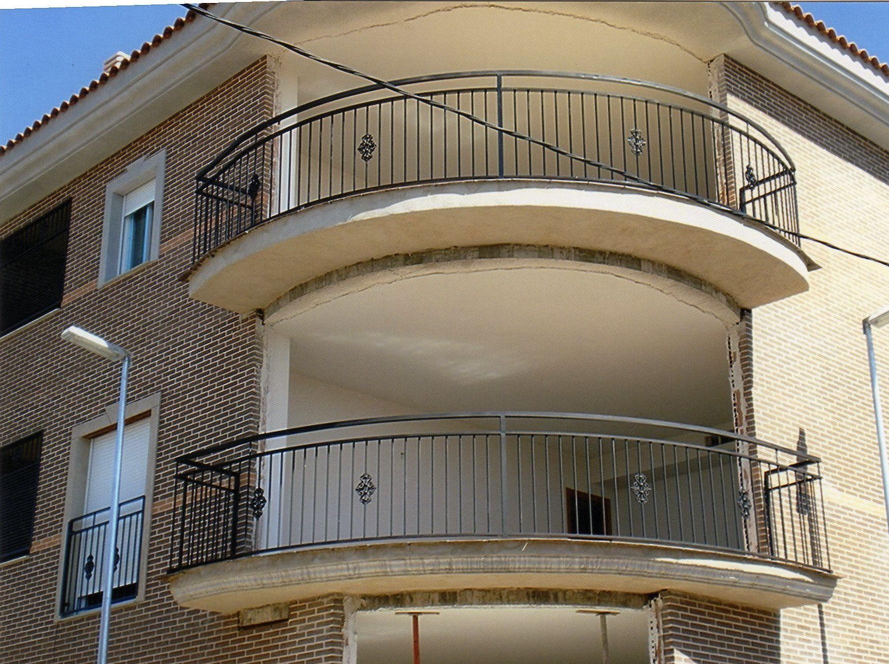 Barandillas de balcones curvos