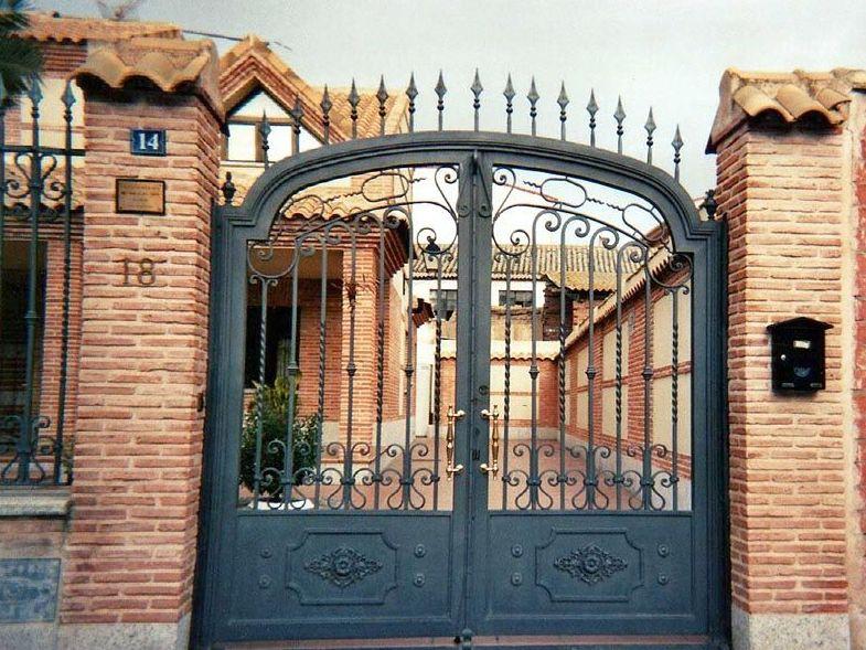 P16 - Puertas de entrada,garaje,comunidades