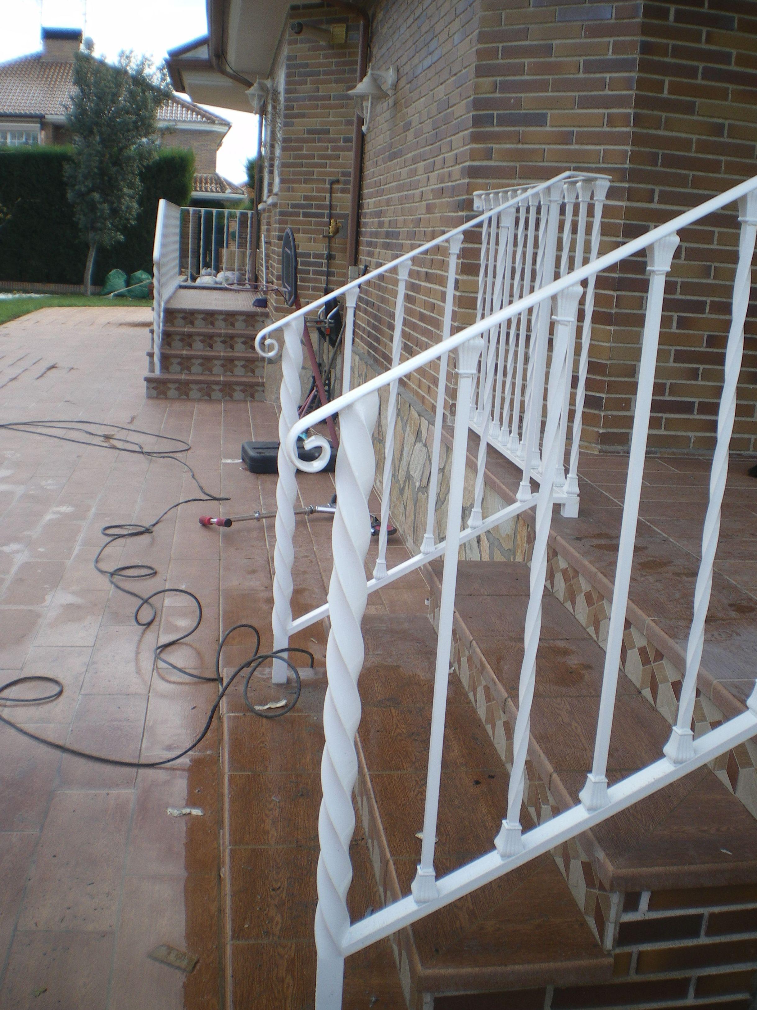 B4 - Barandilla de escalera blanca