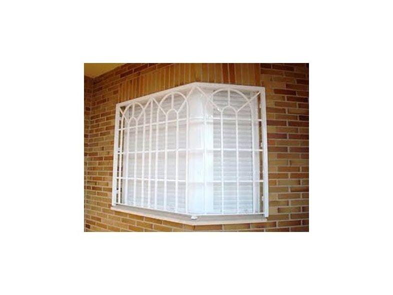 R1 - Reja inglesa en ventana de esquina.