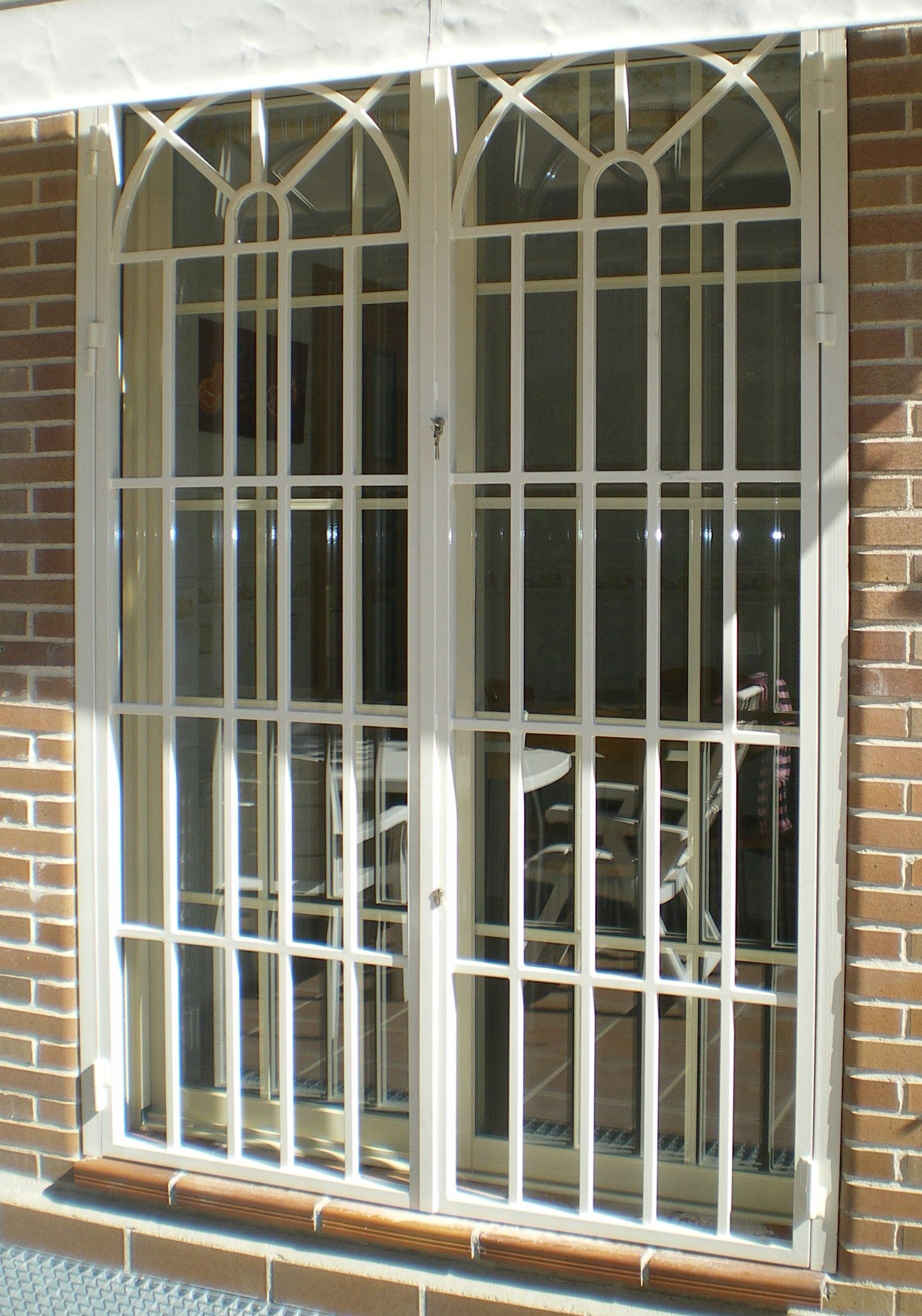 R4 - Reja de puertas