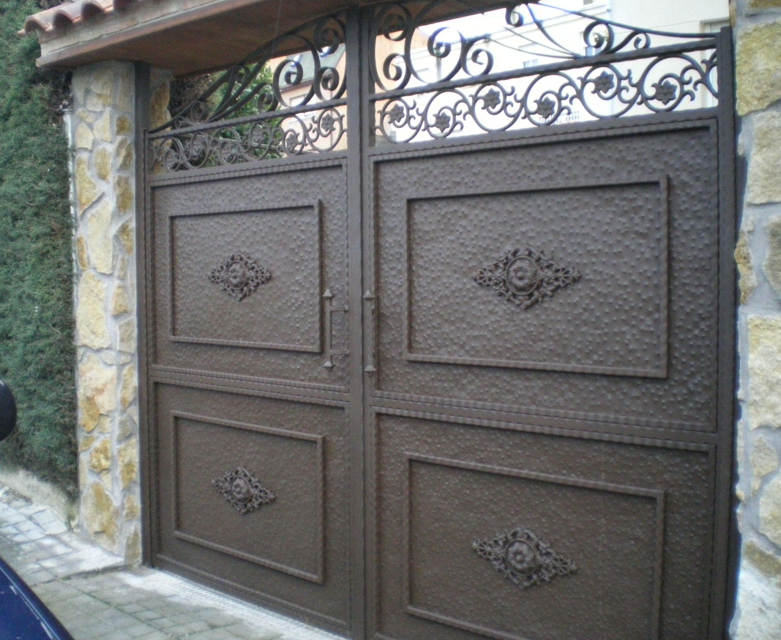 P13 - Puertas de entrada,garaje,comunidades