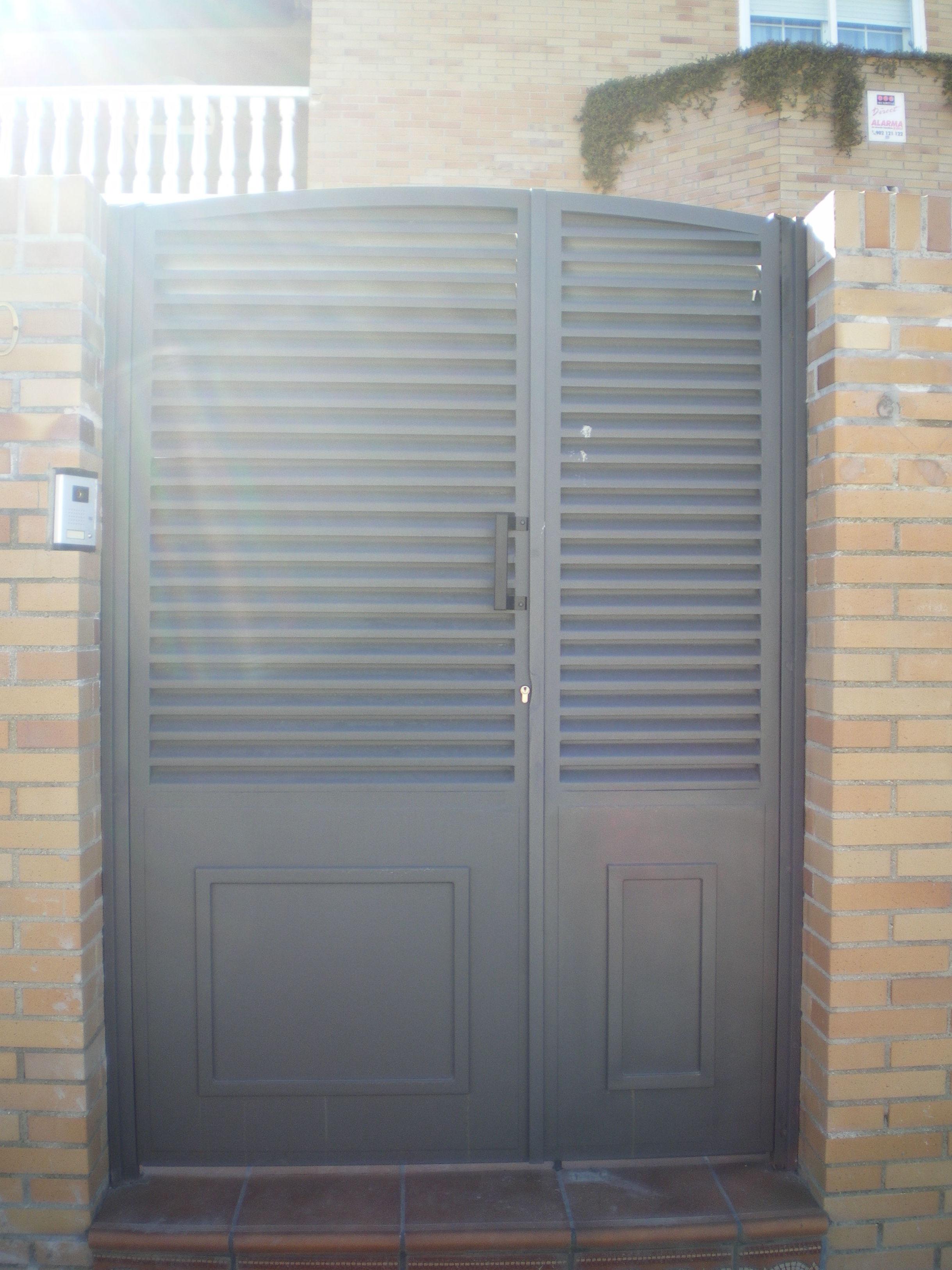 Puerta de entrada a parcela: Trabajos de Cerrajería Alberto Bautista.
