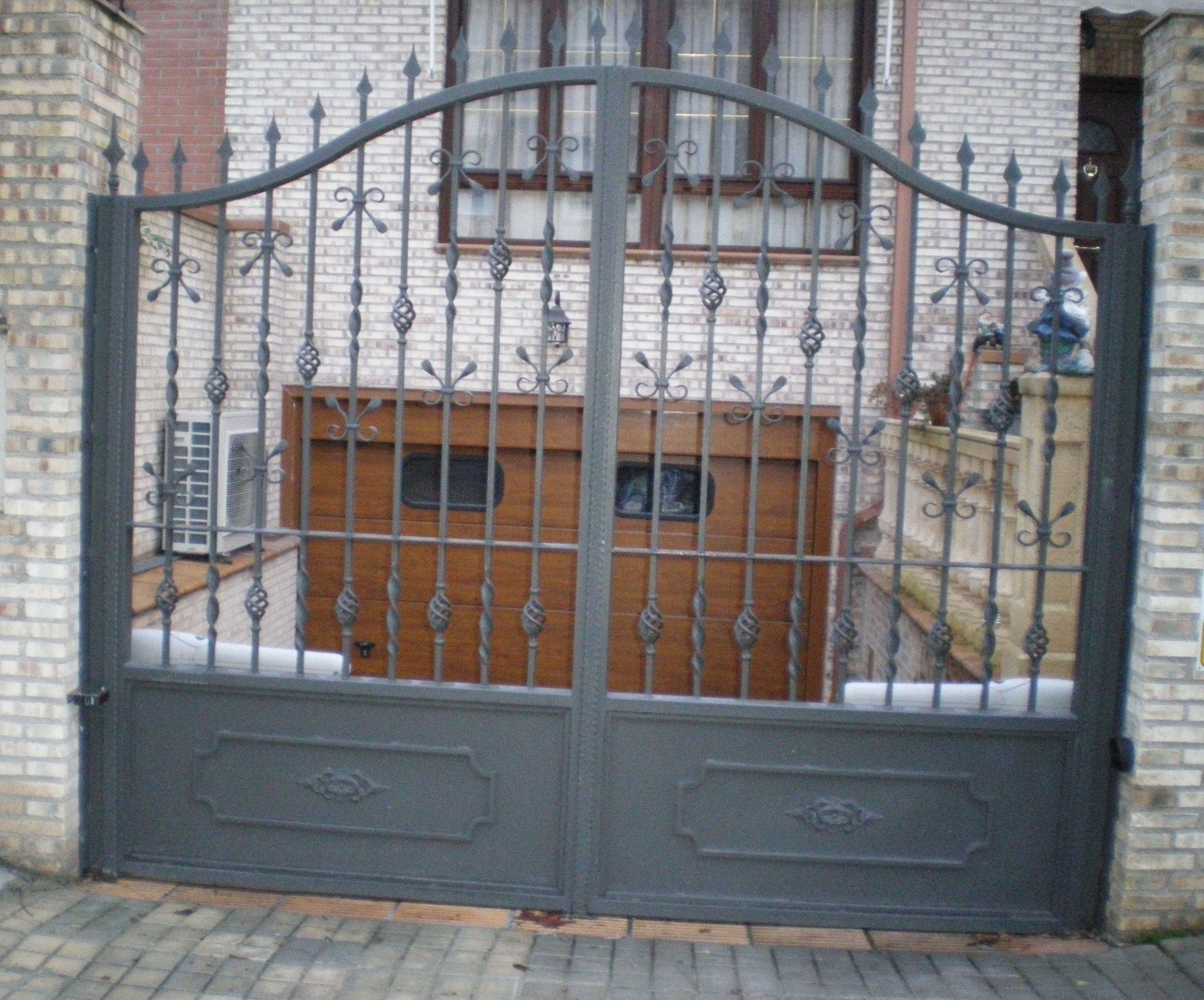 P9 - Puerta de rejas
