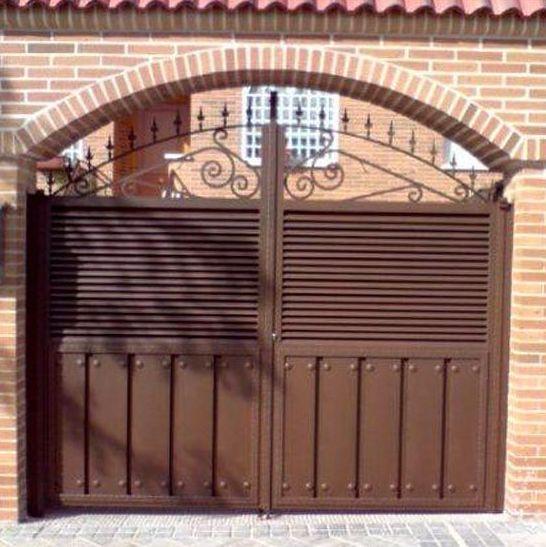 P8 - Puerta de entrada a chalé
