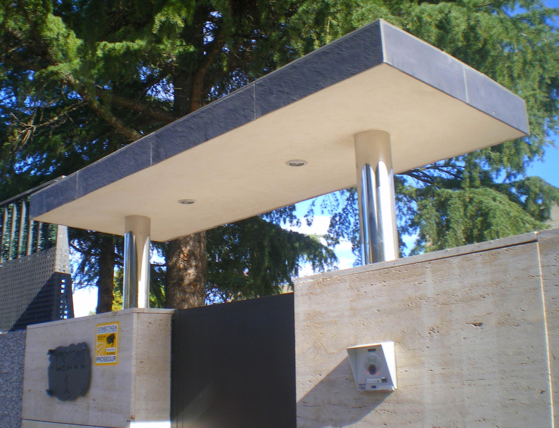 Foto 89 de carpinter a de aluminio met lica y pvc en m ntrida cerrajer a alberto bautista - Tejadillo para puerta ...