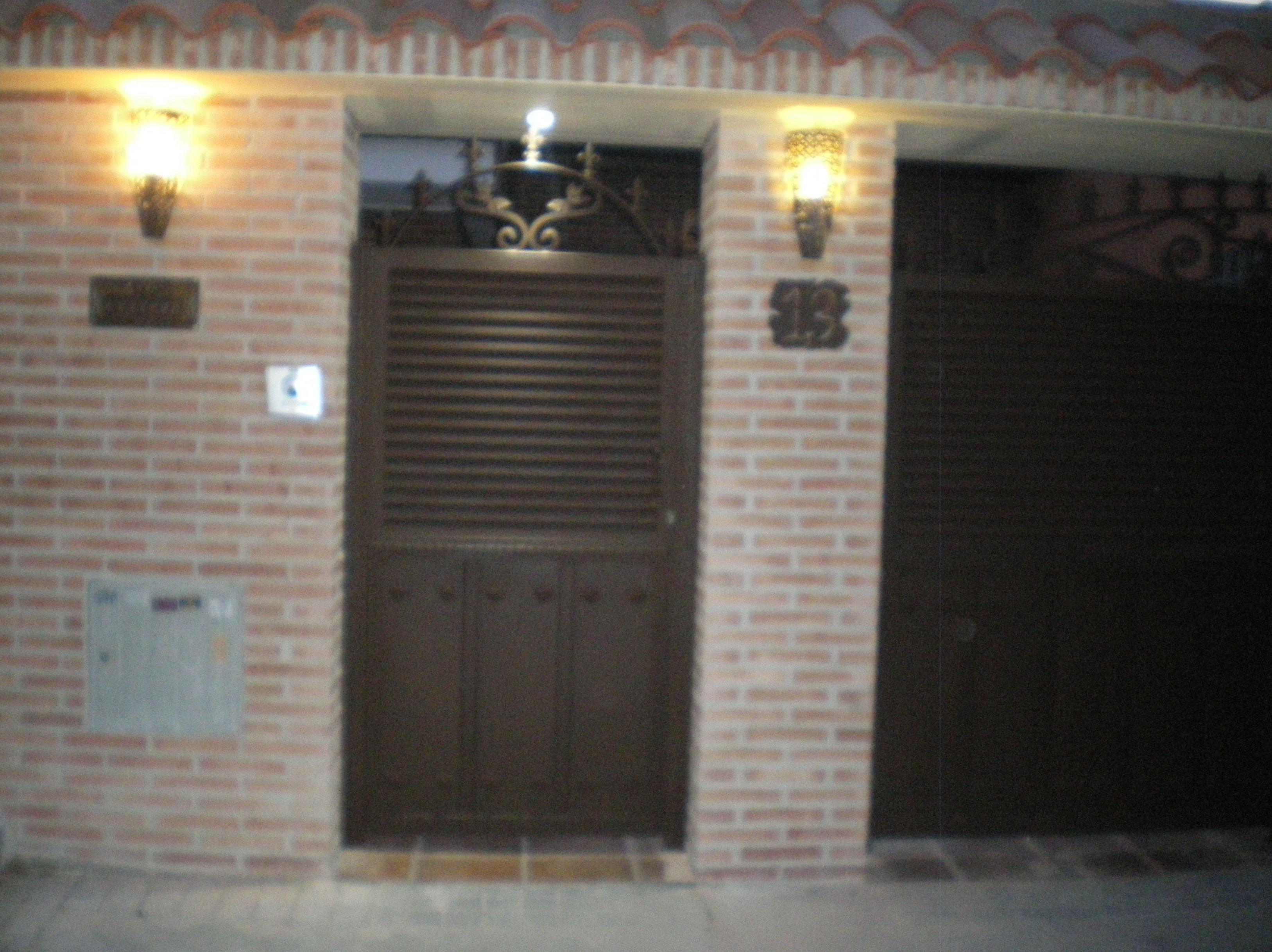 Puertas de entrada a parcela.