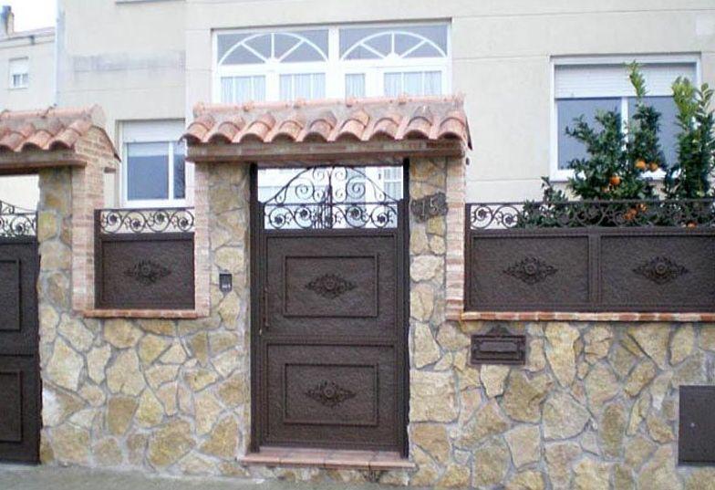 P12 - Puertas de entrada,garaje,comunidades