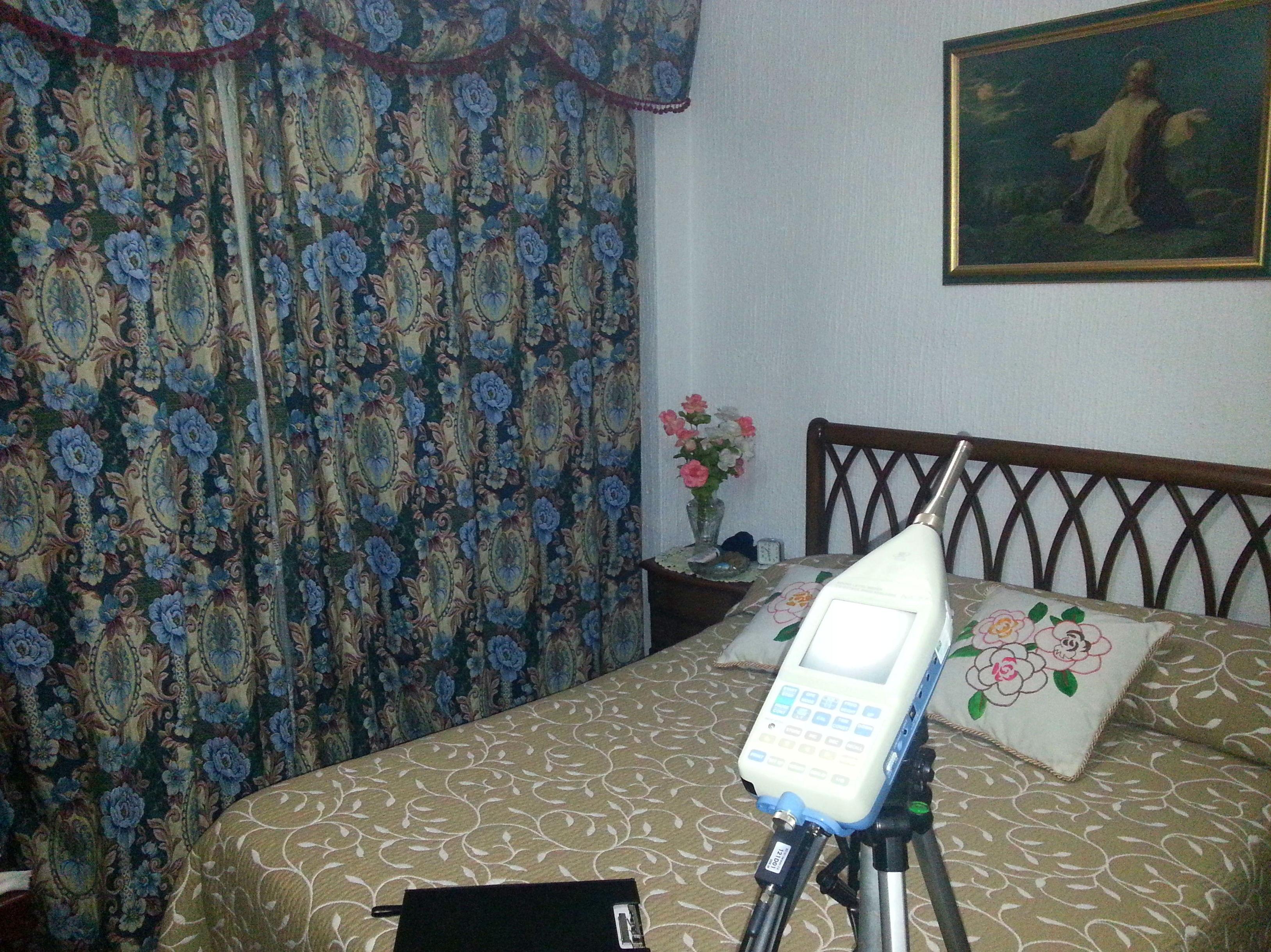Ensayo de nivel de ruido transmitido a dormitorio