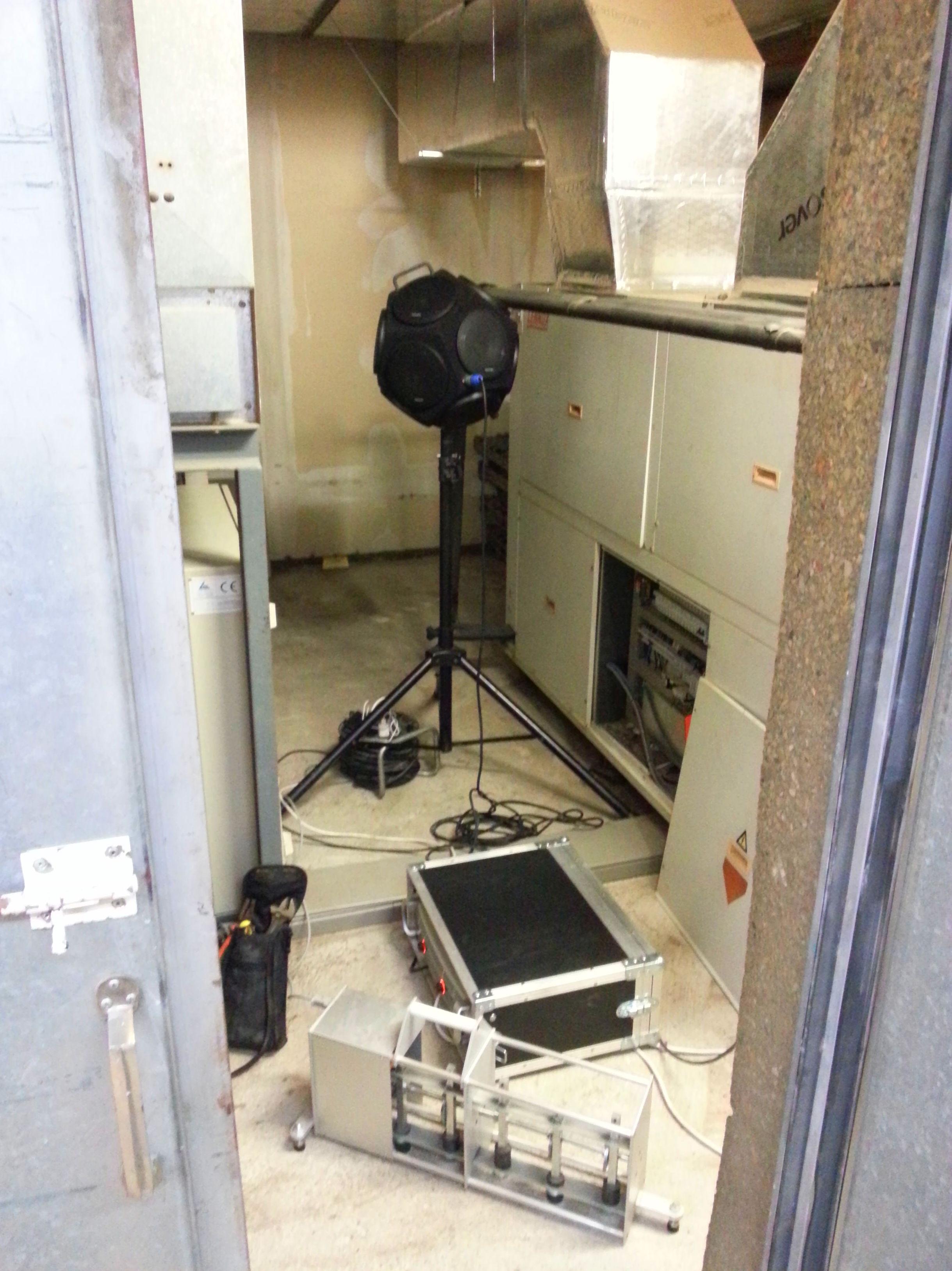 Ensayo de aislamiento a ruido aéreo y de impacto en sala de máquinas