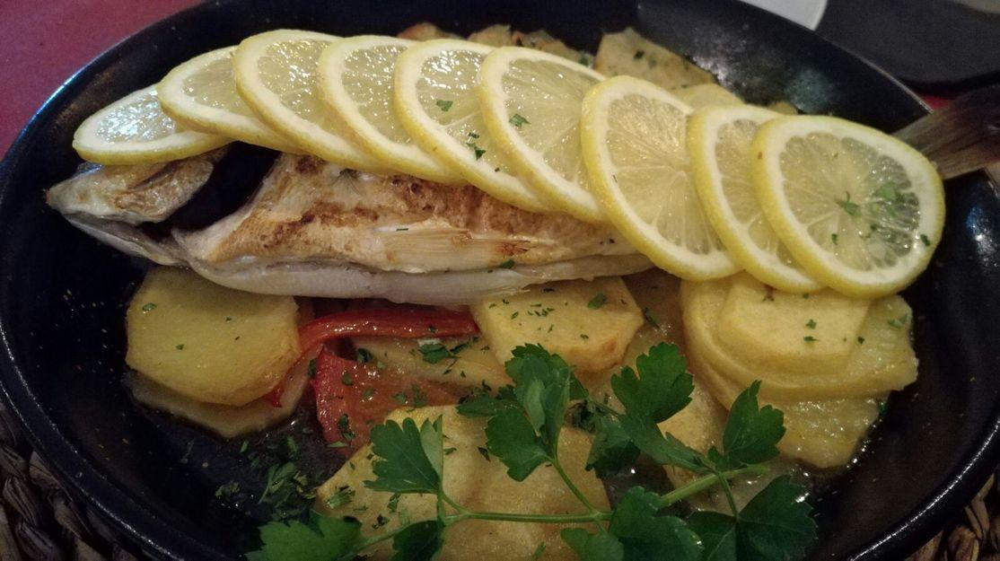 Pescados al horno en Castelldefels