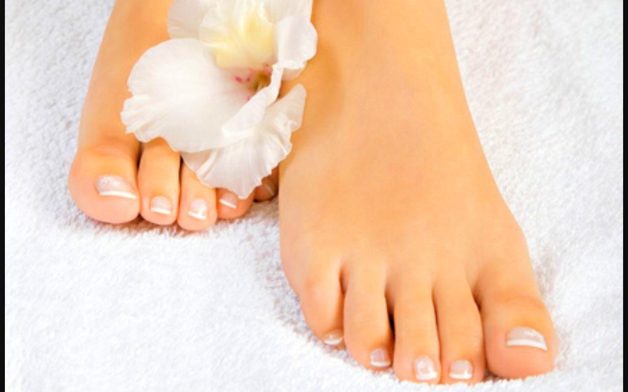 Pedicura completa: Tratamientos y Productos  de Chic Beauty Center