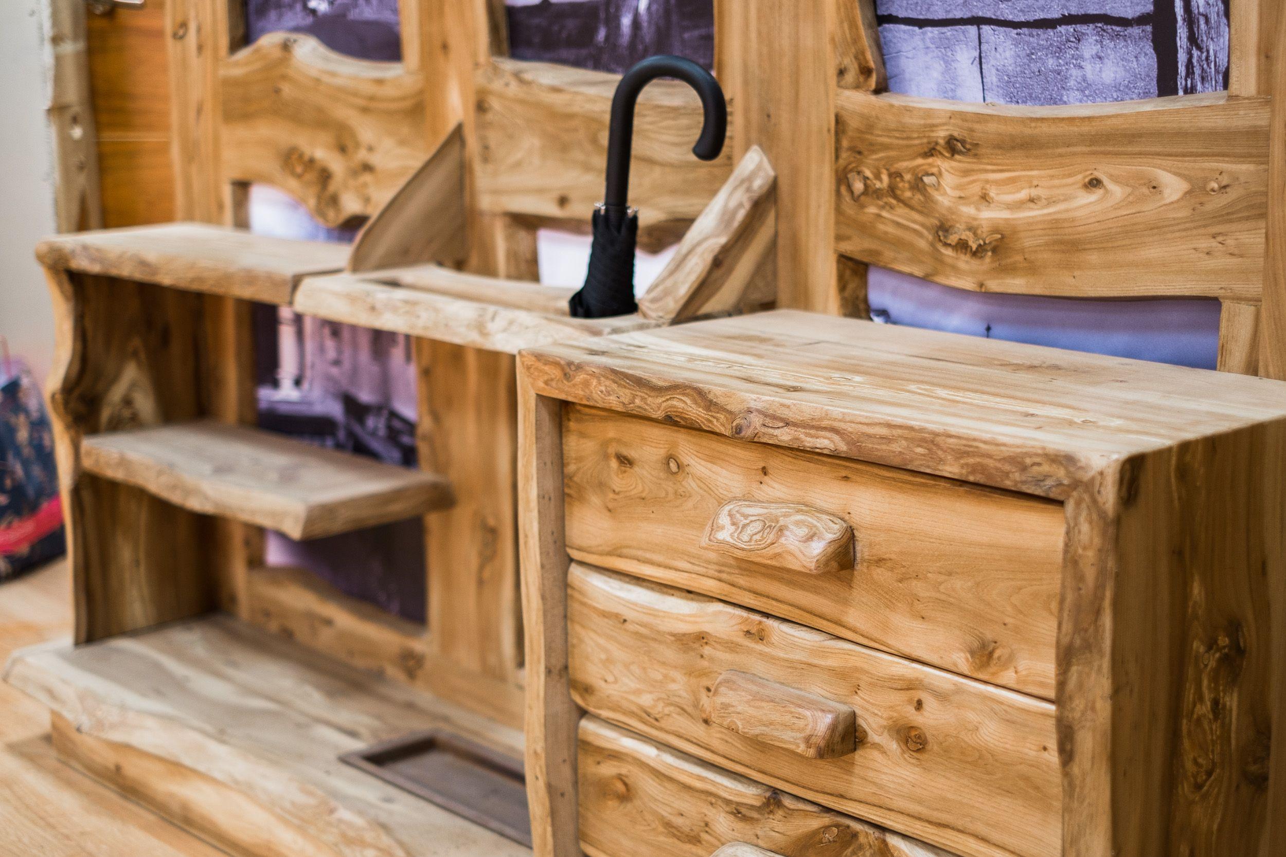 Muebles en madera maciza en Sahagún, León