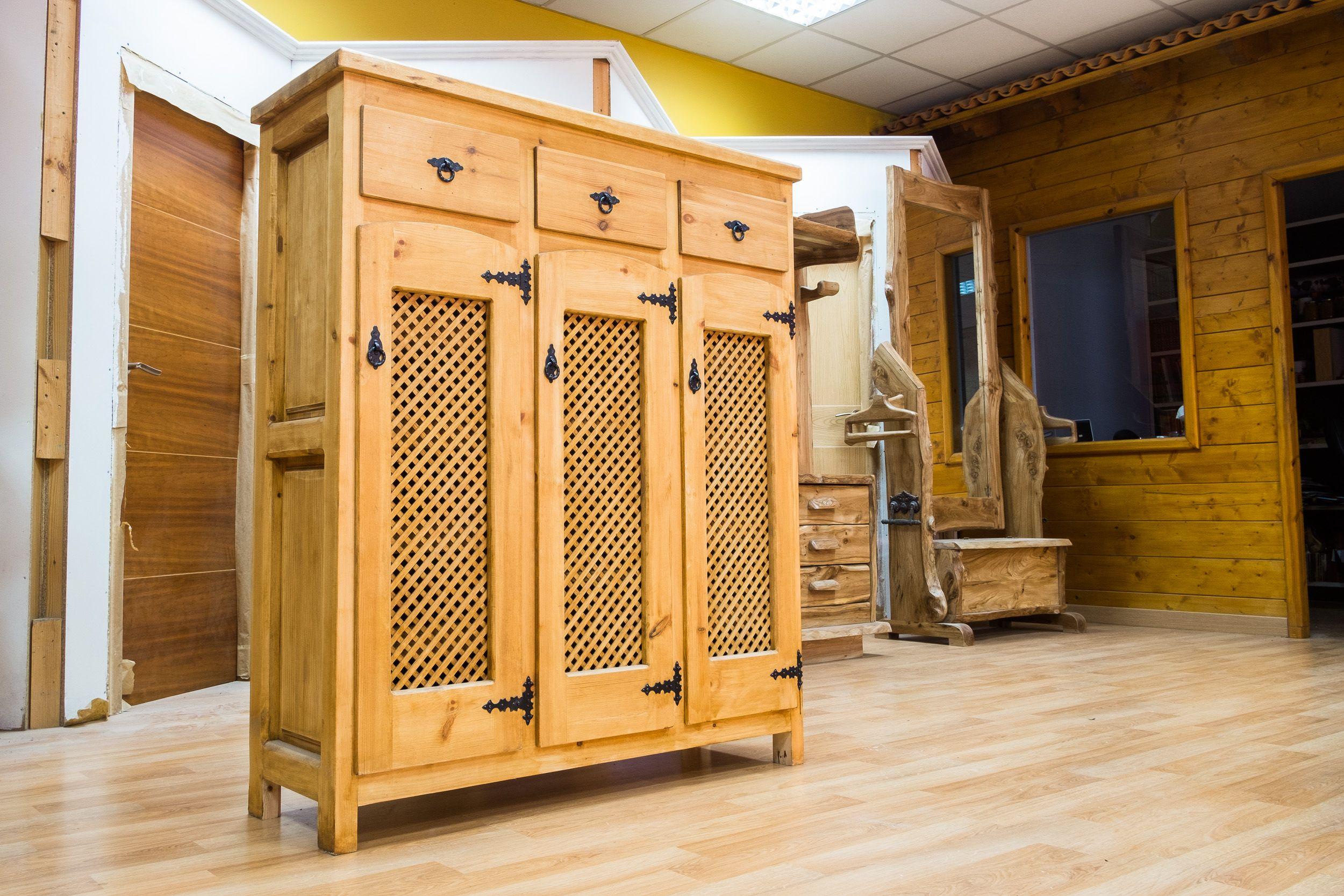 Armario rústico de diseño en madera maciza en Sahagún, León