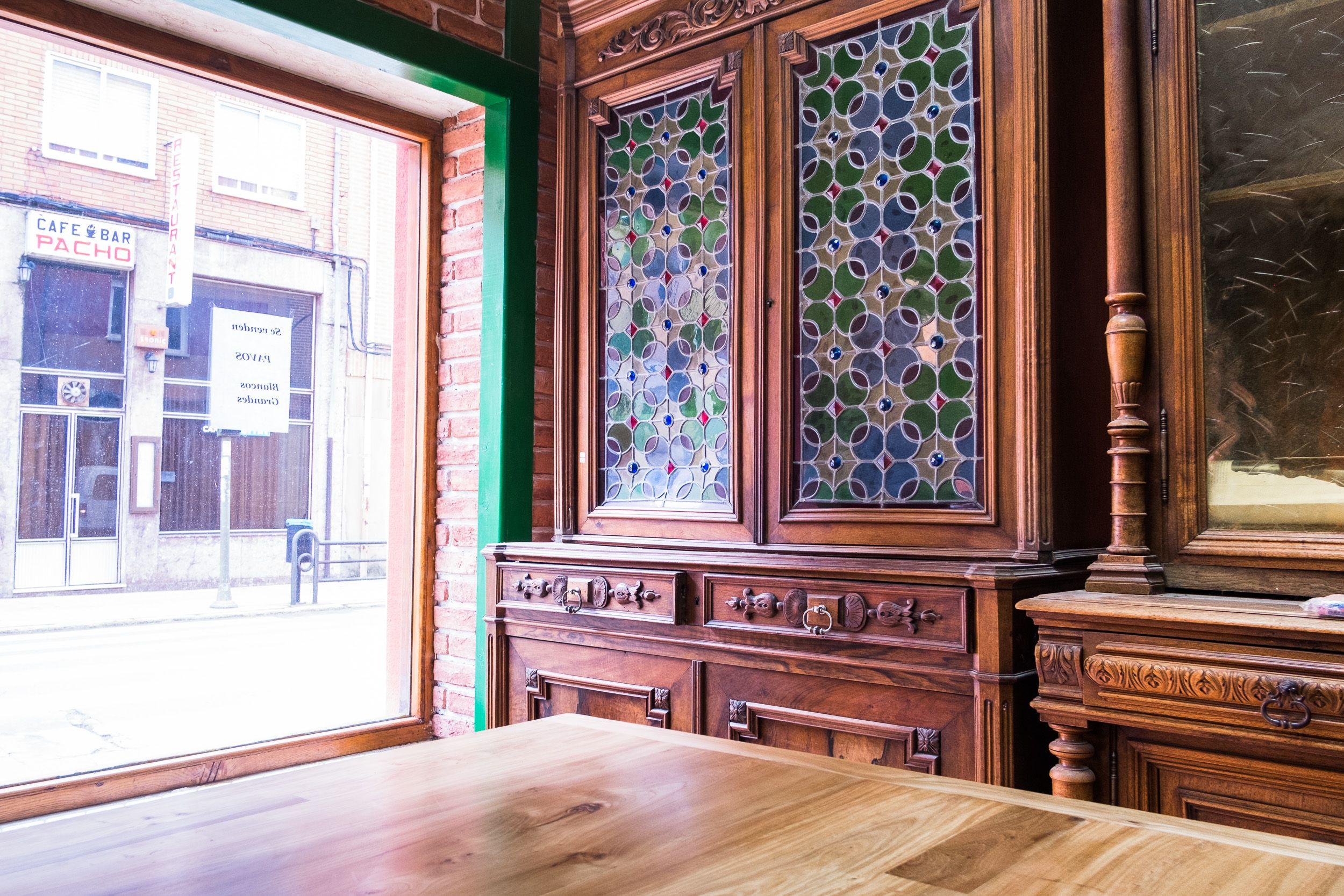 Venta de muebles rústicos de diseño en madera maciza en Sahagún, León