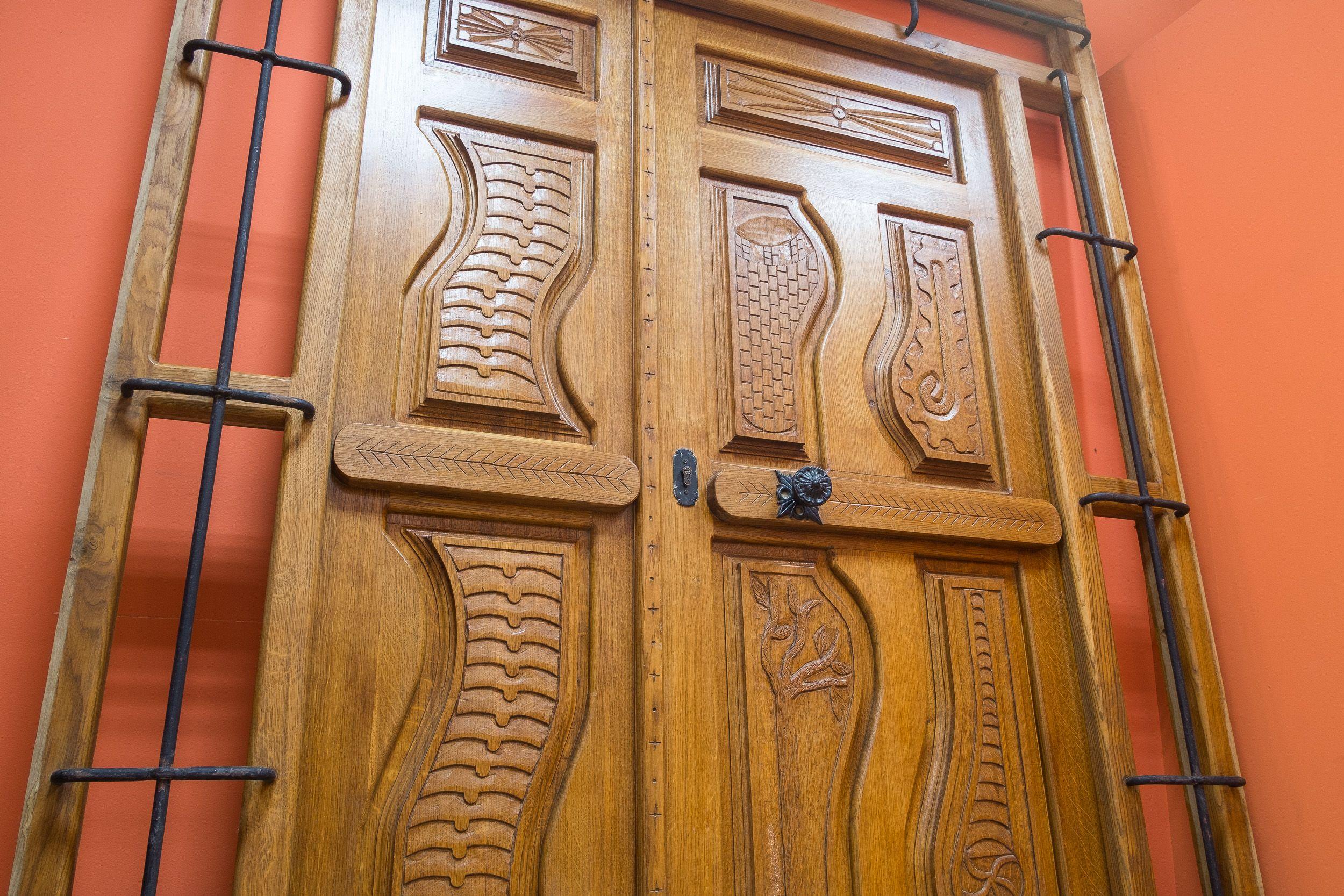 Puerta rústica de diseño en madera maciza en Sahagún, León