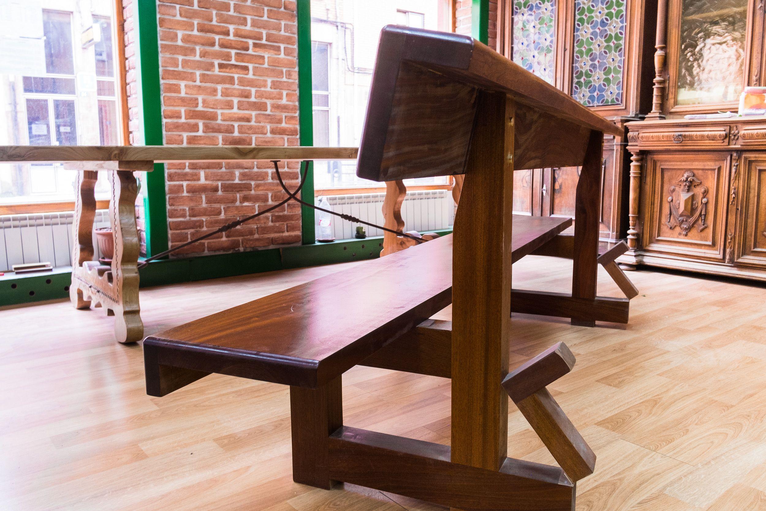 Muebles de diseño en madera maciza en Sahagún, León
