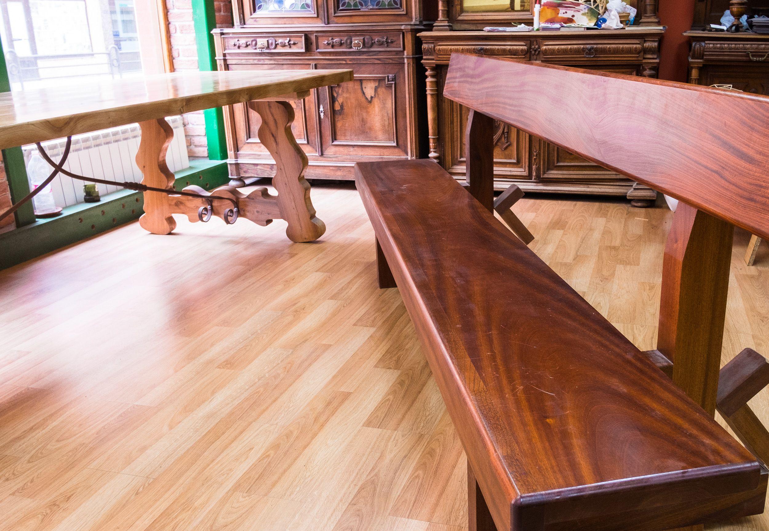 Banco rústico de diseño en madera maciza en Sahagún, León