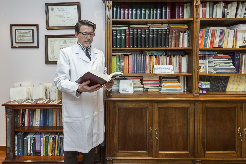 El Doctor Parada Nieto, miembro de la Comisión de Farmacia Hospitalaria.
