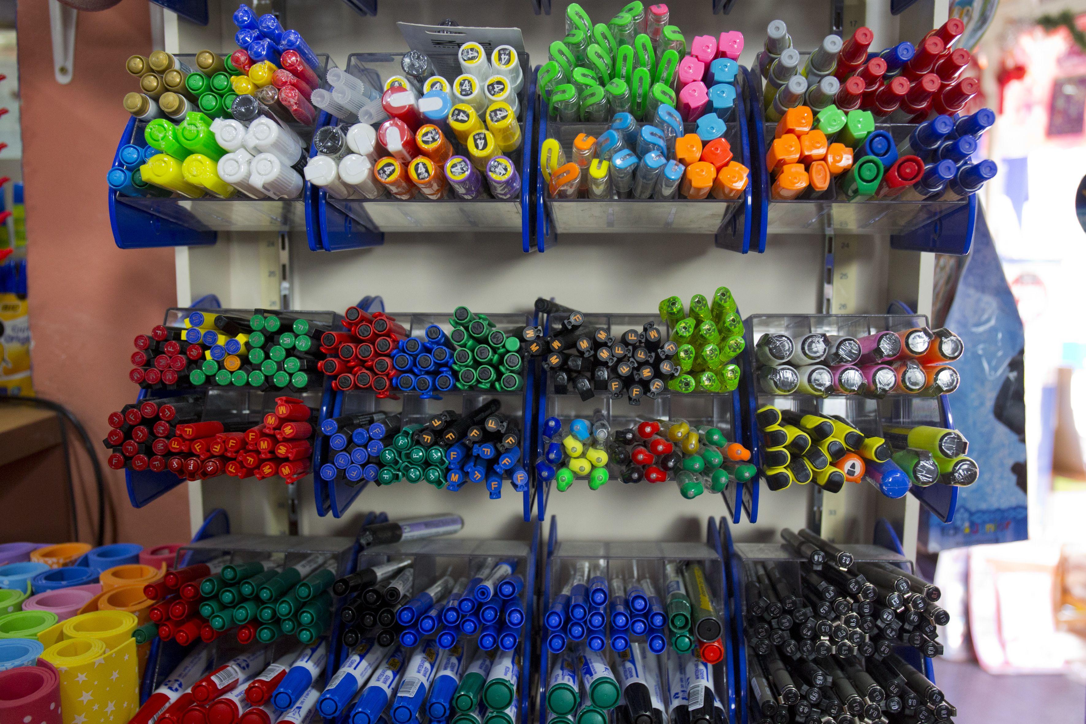 Gran variedad de material de oficina con precios económicos
