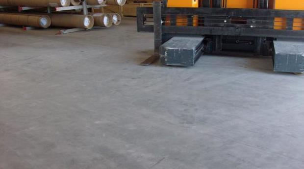 Pavimento autonivelante cementoso, alto rendimiento