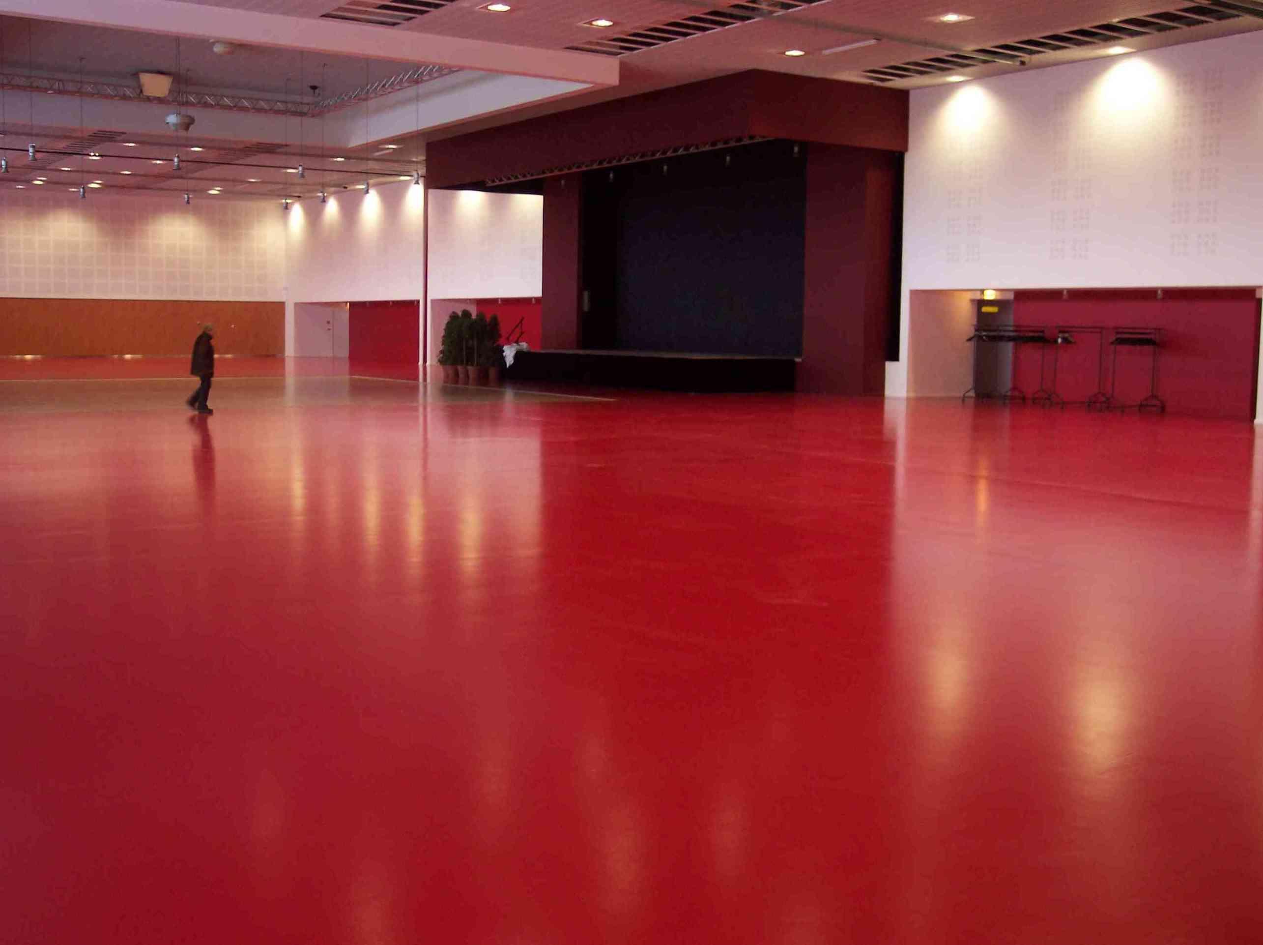 Pavimento epoxi en sala de exposiciones
