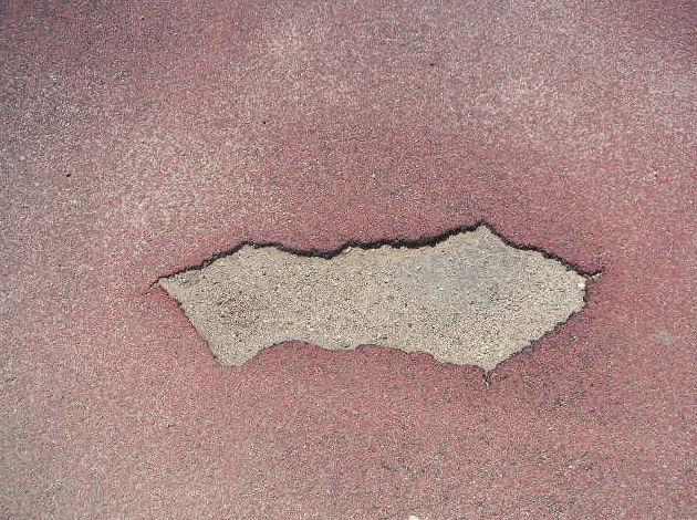Rotura pavimentos pista atletismo