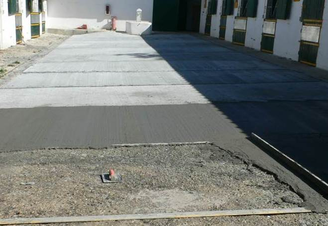 """Mortero cementoso realizado """"in situ"""" para muelles de carga"""