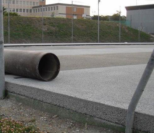 Pavimento poroso DRY-QUICK preparado para colocar césped artifical