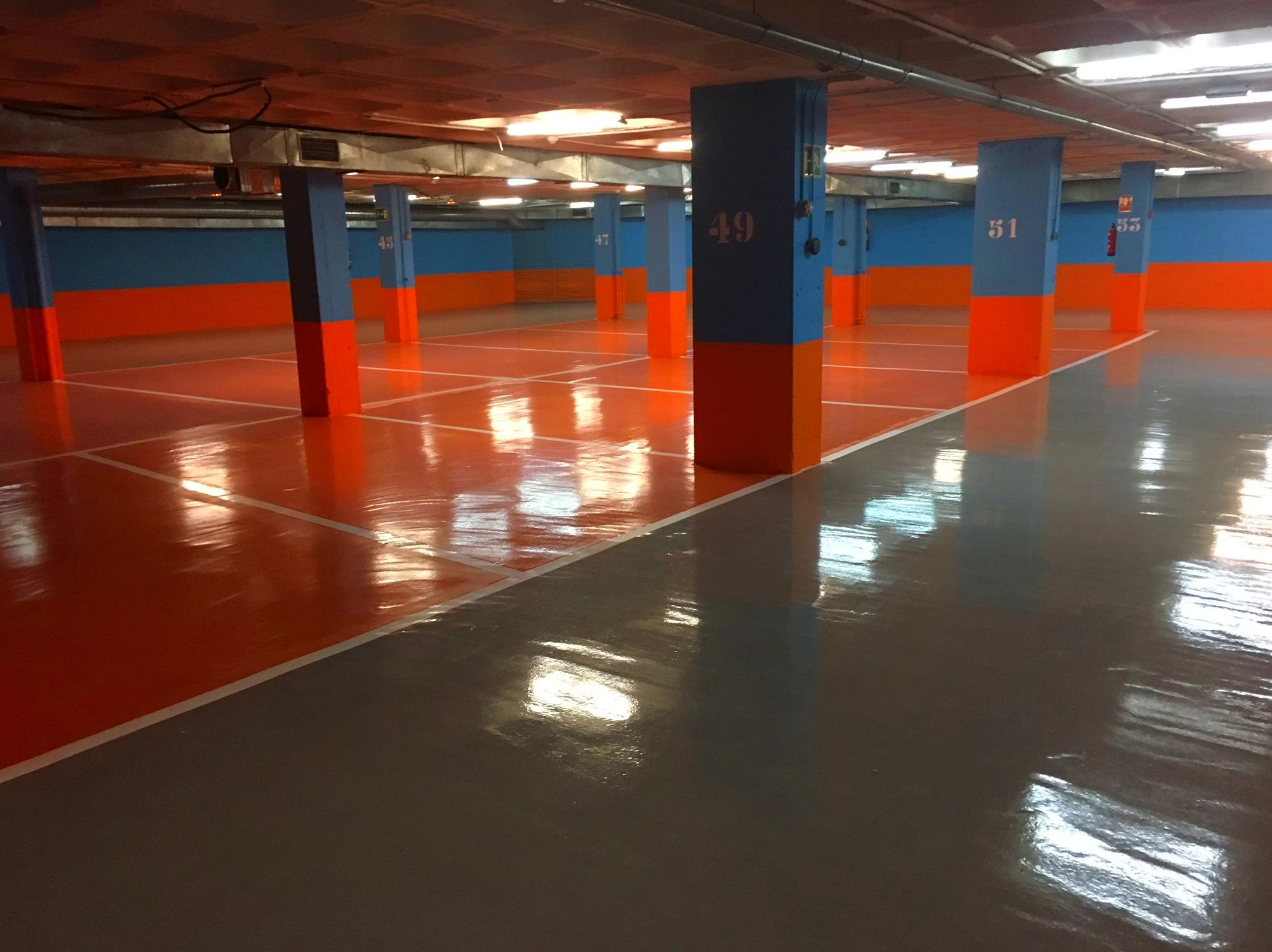 Pavimento auntonivelante cementoso terminado con resina epoxi alta calidad.Buen precio.