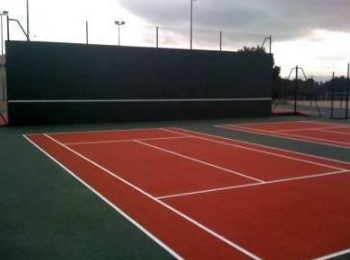 Tratamientos superficiales para pistas de tenis