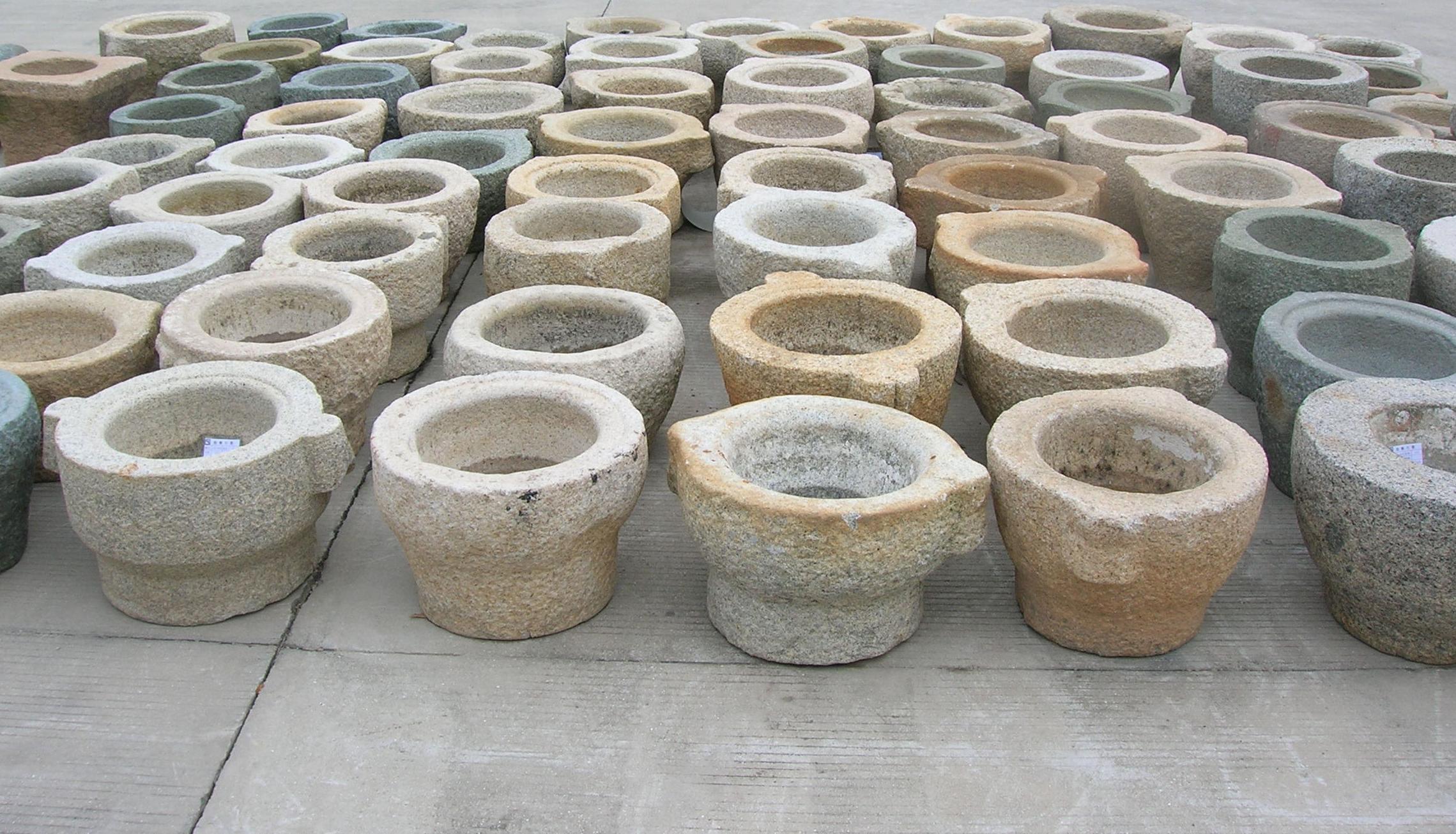 Pilas de granito envejecido