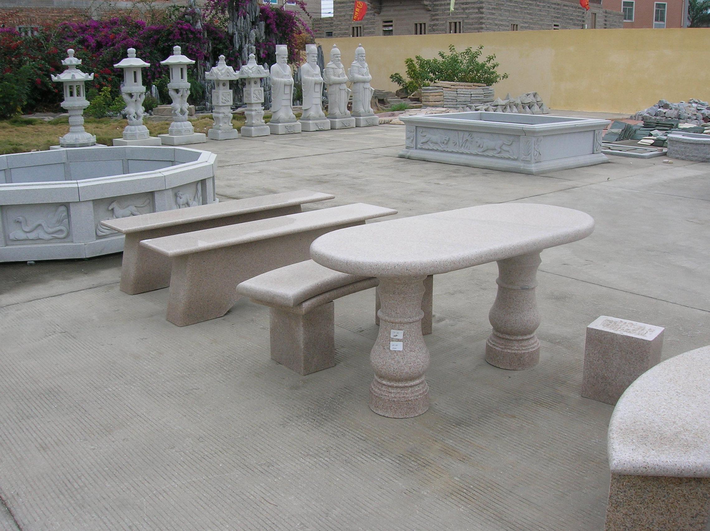 Mesa con bancos de granito