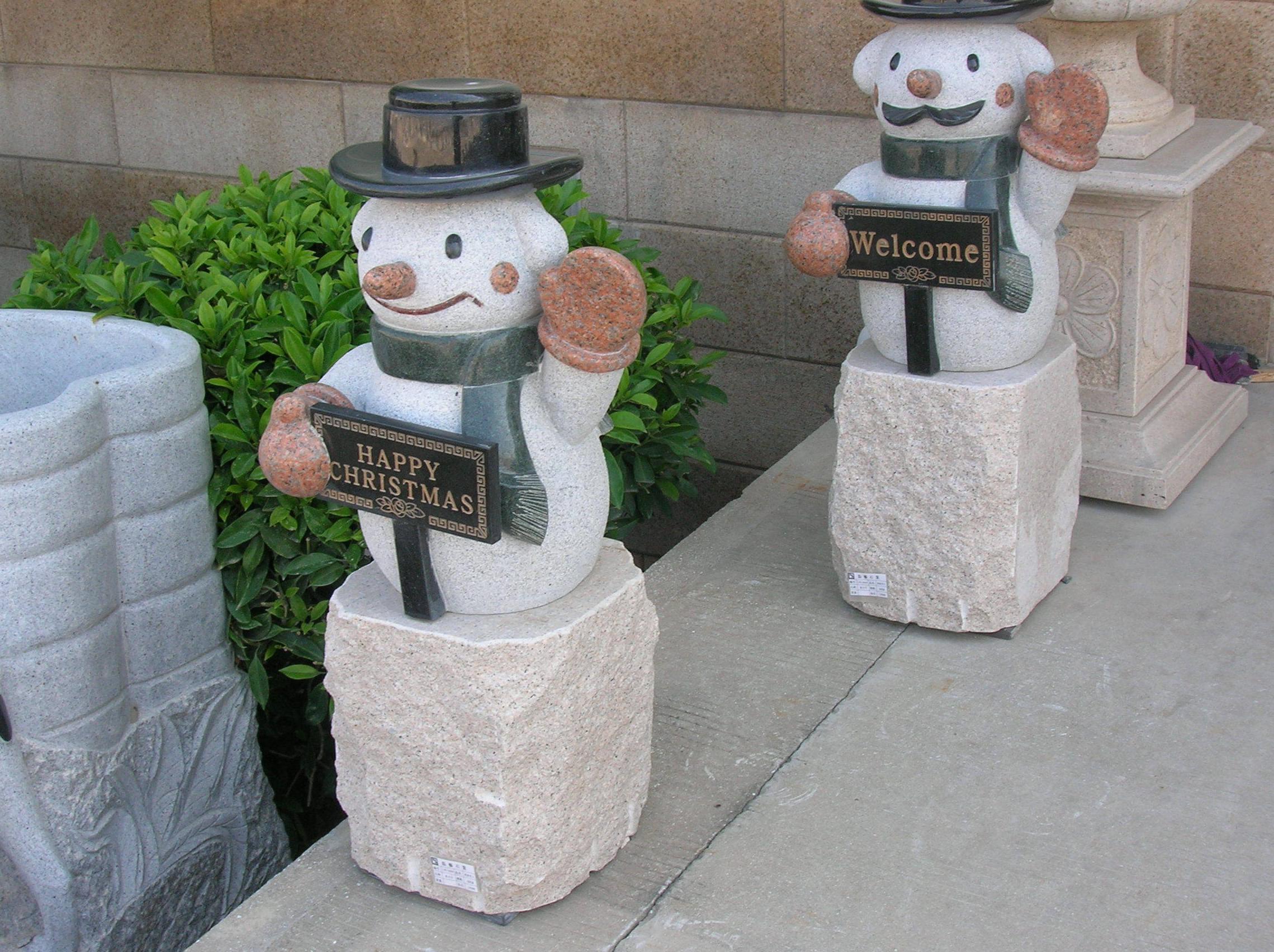 Muñecos de nieve de granito