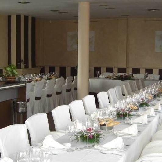 Restaurante con amplios salones para cualquier celebración
