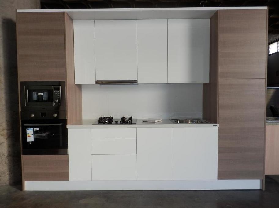 Verás tu cocina armada en nuestras instalaciones