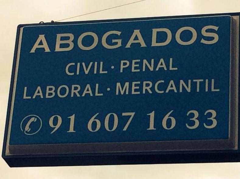 Banderola exterior del Despacho Jurídico