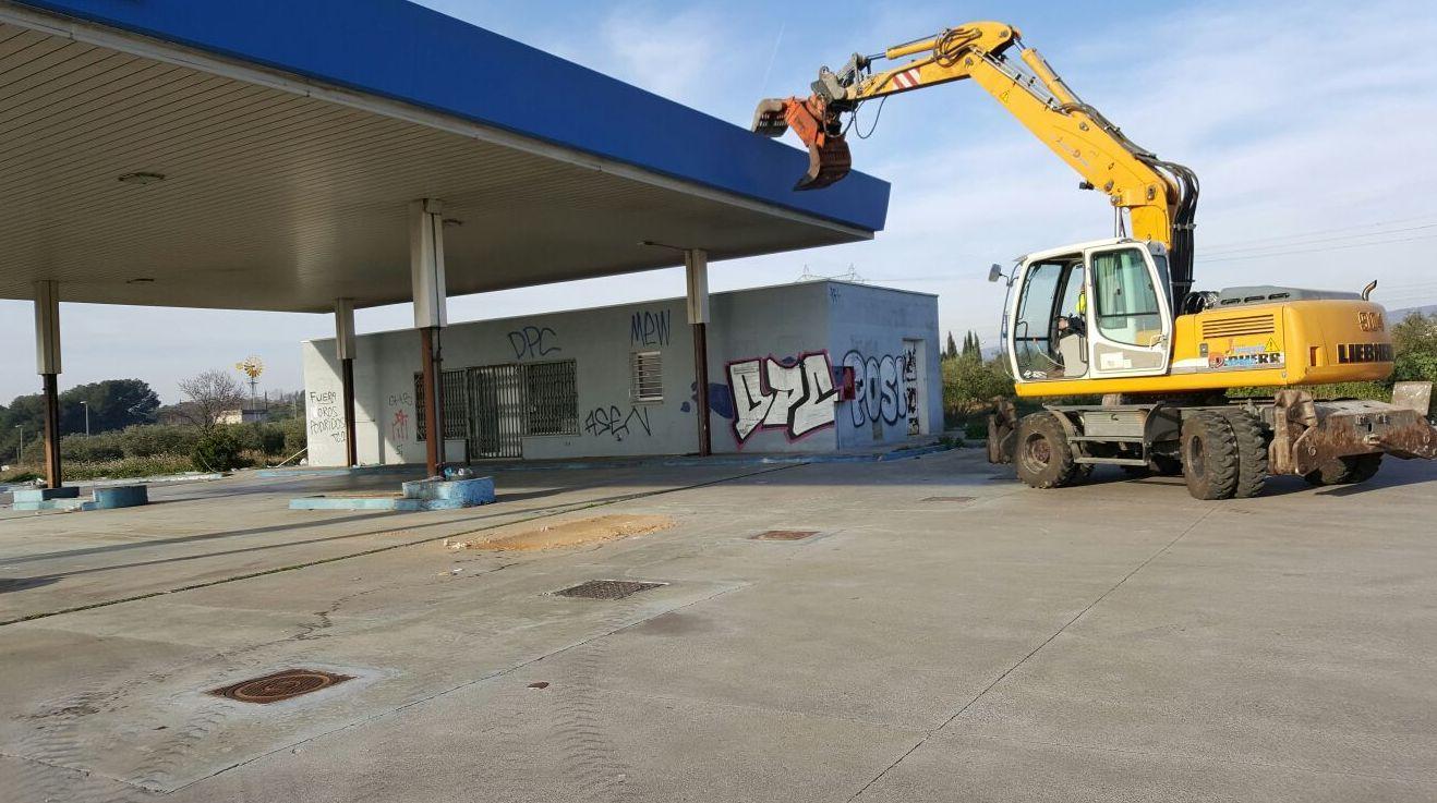 Demoliciones y derribos.: Servicios y Maquinaria de Joaquín y Domingo S.L
