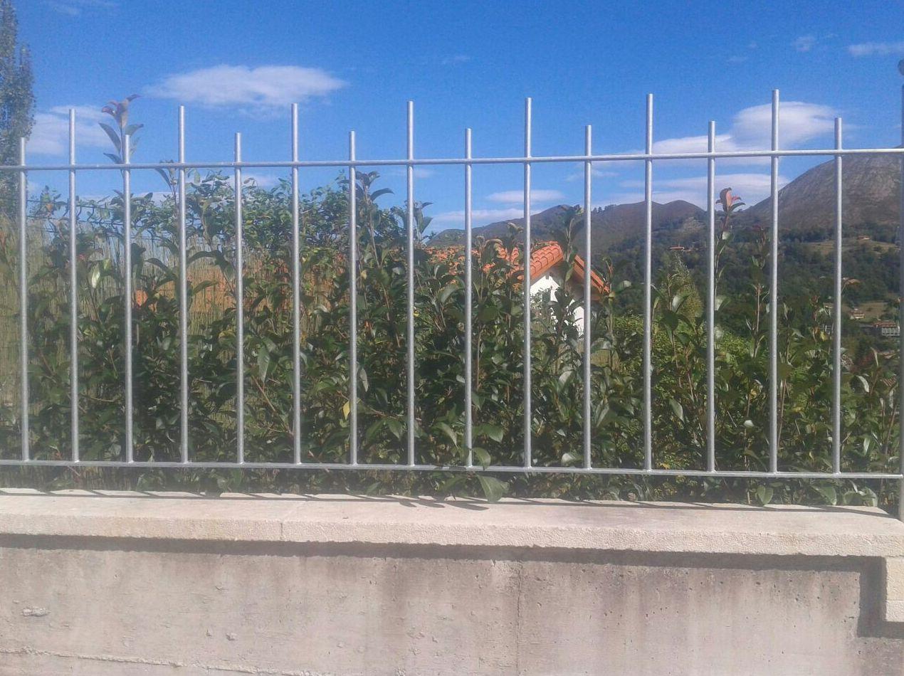 Cerramientos de fincas industriales o residenciales: Productos y servicios de Metálicas Torca