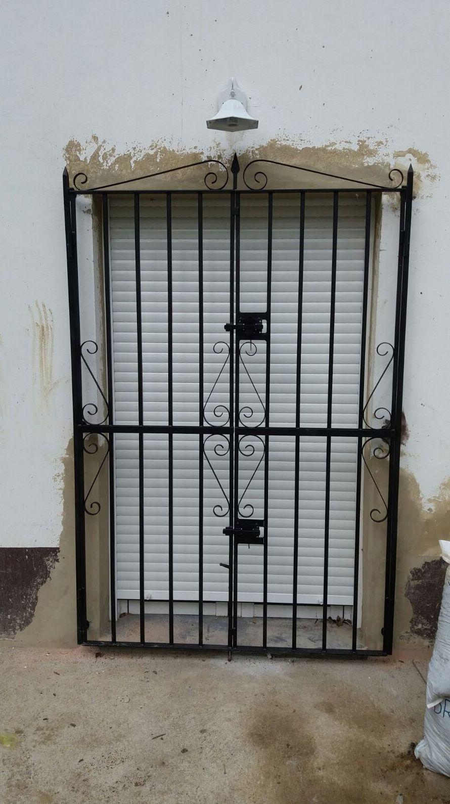 Puerta reja de hierro
