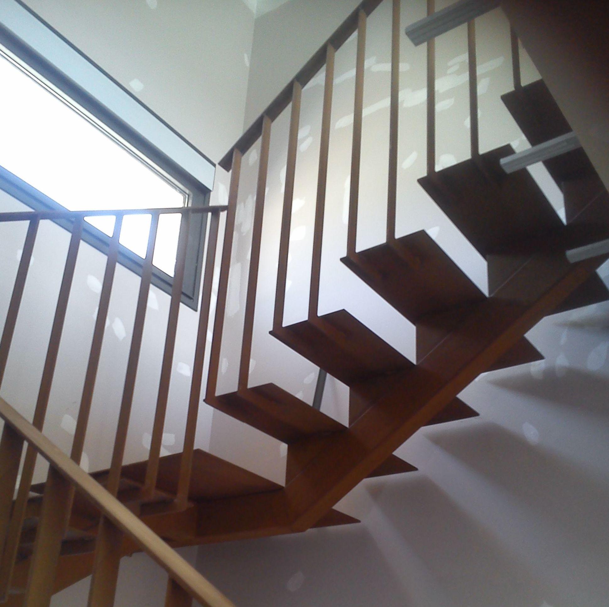 Escalera y barandilla metálica