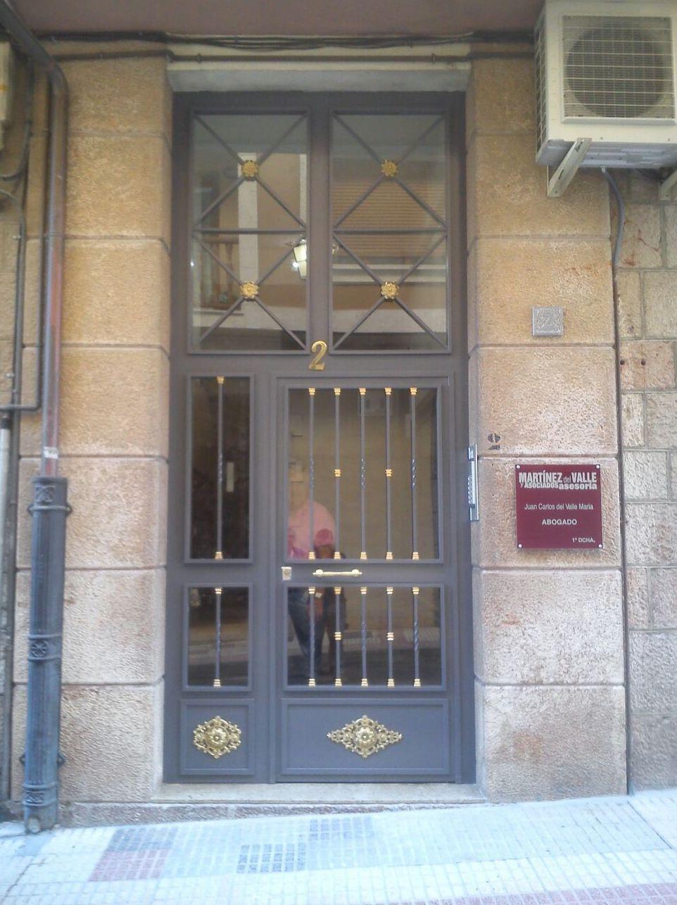 Puerta de portal en hierro forjado
