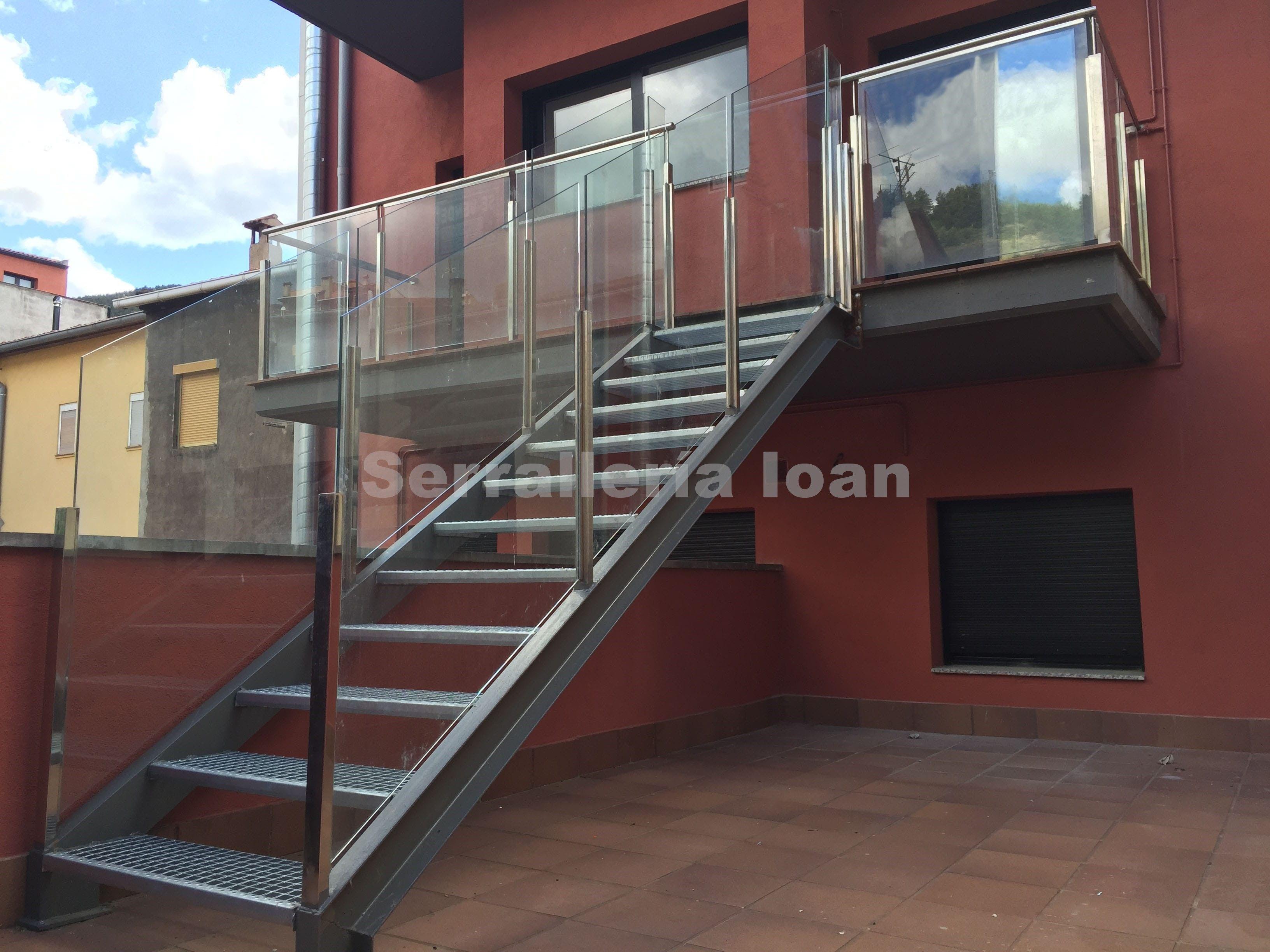 Escalera con barandilla inoxidable: Productos y servicios de Serrallería Ioan