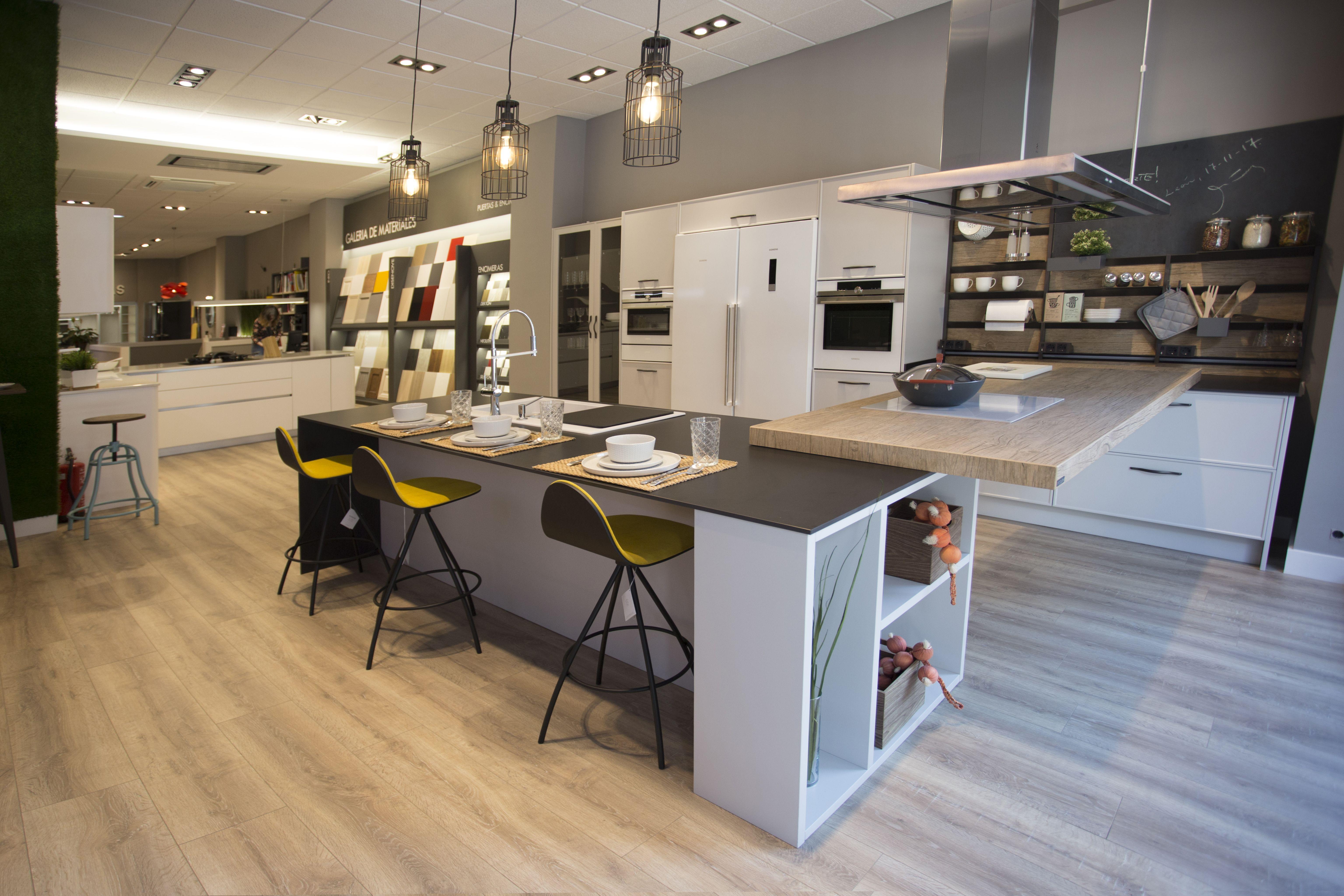 Foto 3 de Muebles de baño y cocina en Trobajo del Camino | COCINAS VG