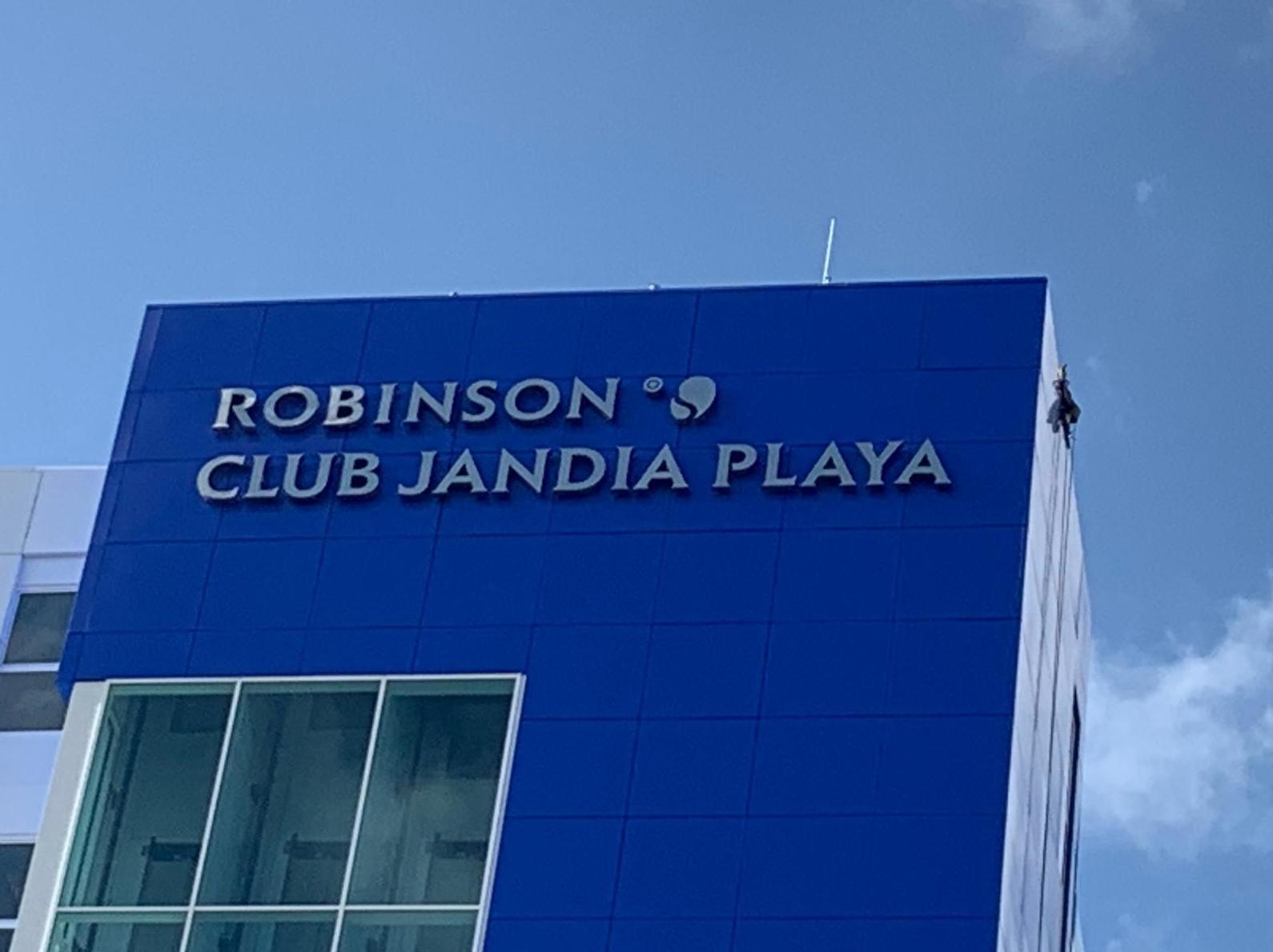 Robinson Club Jandia Playa, (Limpieza de cristales)