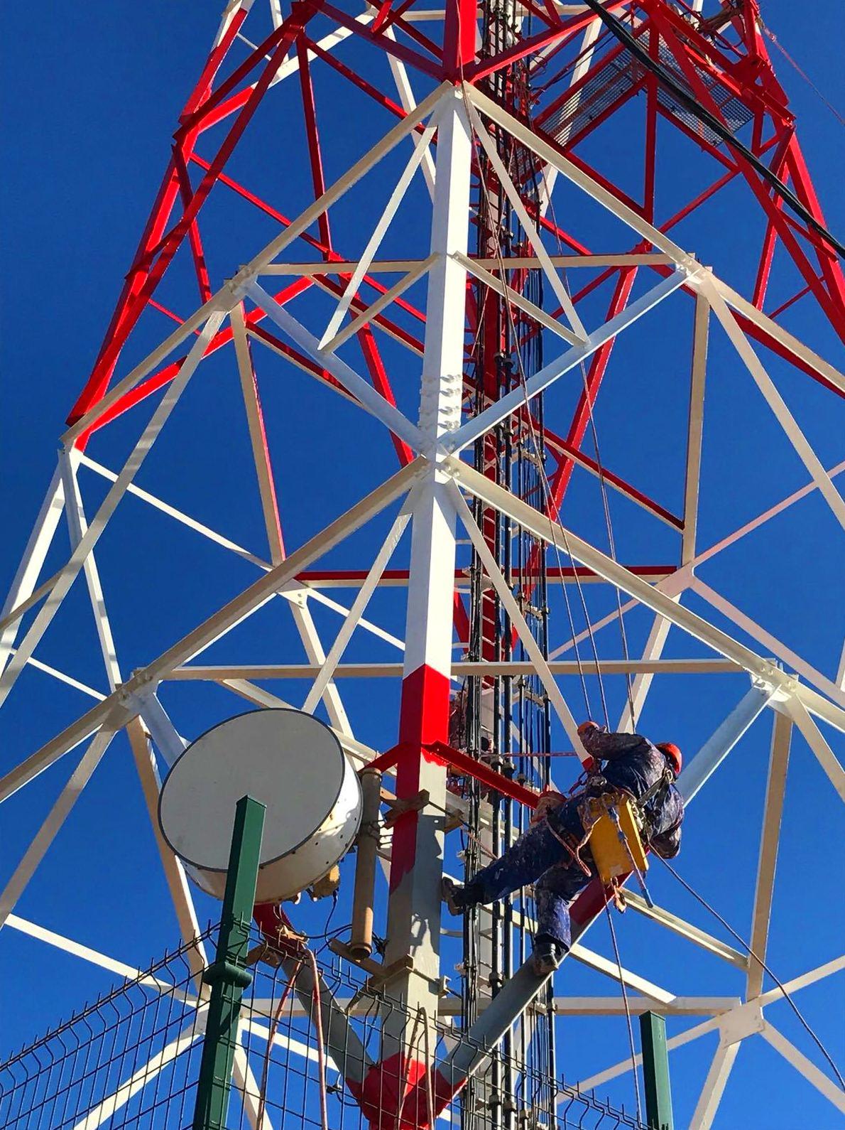 Reparación y pintado de antena.