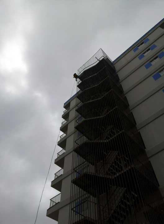 Rehabilitación de escaleras contraincendio (Puerto de la cruz - Sta Cruz de Tenerife)