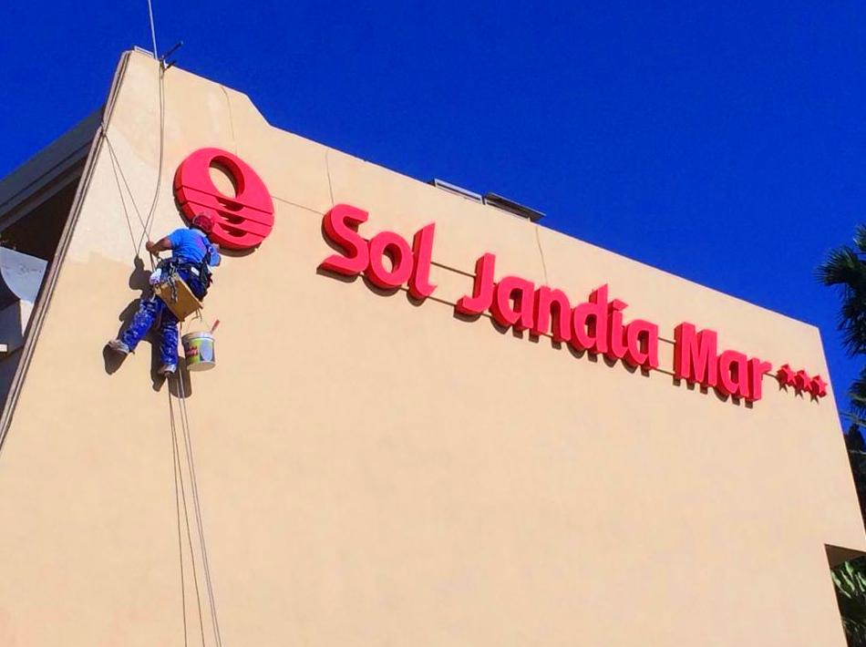 Rehabilitación y pintado de fachada (Hotel Sol Jandía Mar, Fuerteventura).